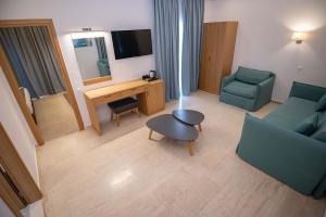 Paleros Beach Resort Hotel Suite 1