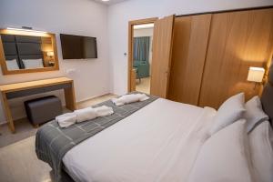Paleros Beach Resort Hotel Suite 7